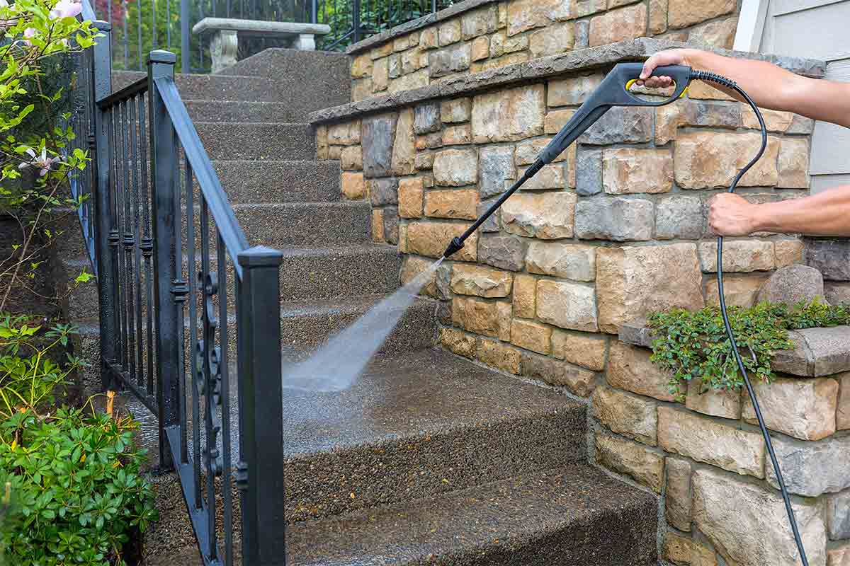 The Importance of Pressure Washing Your Home Prior to a Sale